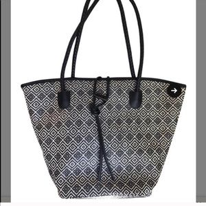 NWOT NEIMAN MARCUS BLACK WHITE WOVEN TOTE